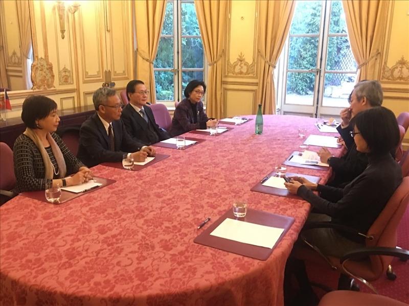 108年3月11日下午,本校參訪團應邀至我國駐法國代表處,與吳志中大使及外館官員座談。
