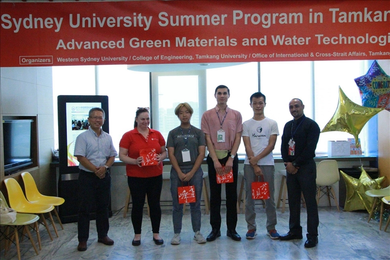 WSU at TKU _人氣票選,最佳小組報告的得獎同學與水環系李柏青主任及Dr. Robert Salama合影(winning group)