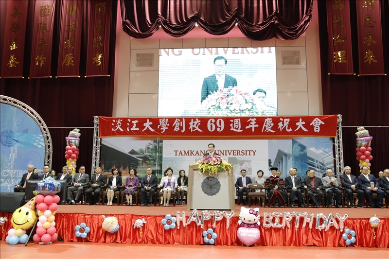 本校創校69週年校慶慶祝大會於11月2日上午9時在紹謨紀念體育館7樓舉行,由校長葛煥昭上臺致詞。(攝影/高振元)