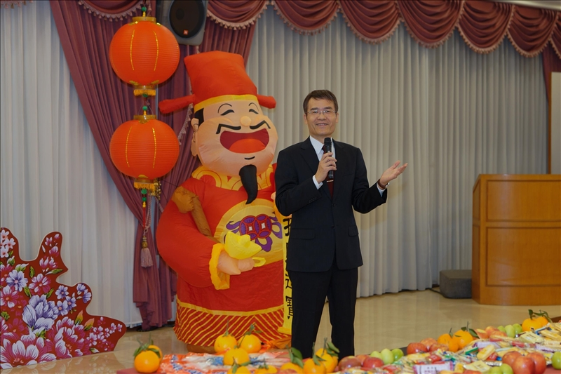 108年新春團拜茶會,由劉艾華秘書長開場。(馮文星提供)