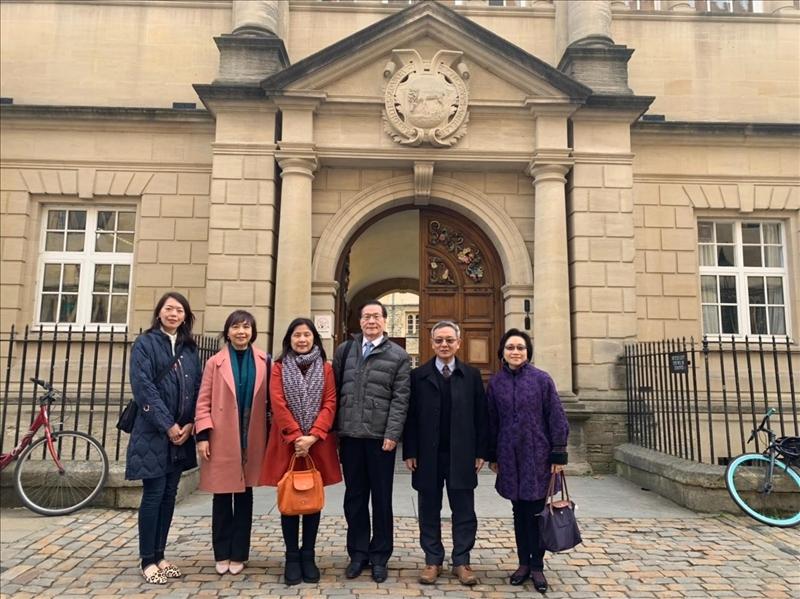108年3月18日上午,本校參訪團參觀英國牛津大學哈福特學院,感受英式教育的校園學術氛圍。