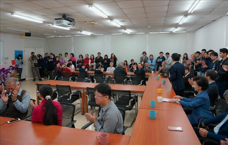 工學院院長交接典禮,參加人員眾多,會場溫馨熱鬧。(2)