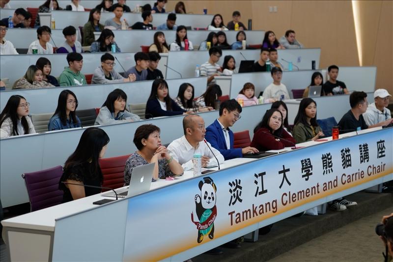 16-第13場「熊貓講座」演講會場,師生提問。(馮文星攝影)