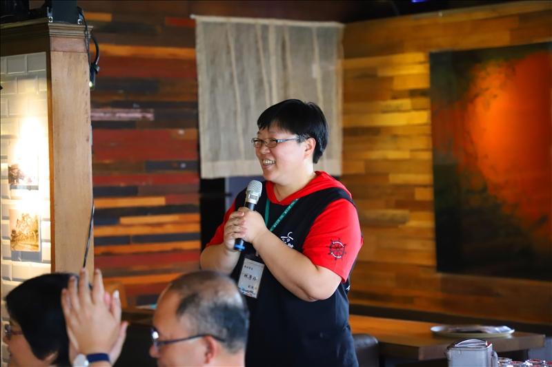 USR見學夥伴齊聚在紅樓用餐,由淡水好生活計畫協同主持人林彥伶主任分享USR執行經驗。