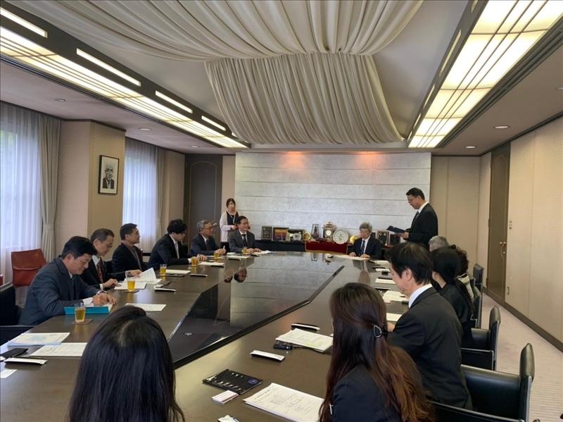 本校參訪團與日本姊妹校城西大學人員座談,商討未來學術交流議題。
