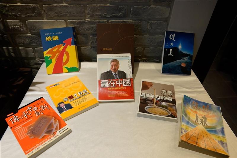 陳飛龍學長(第11屆金鷹校友)出版許多著作,分享企業經營的理念與經驗。