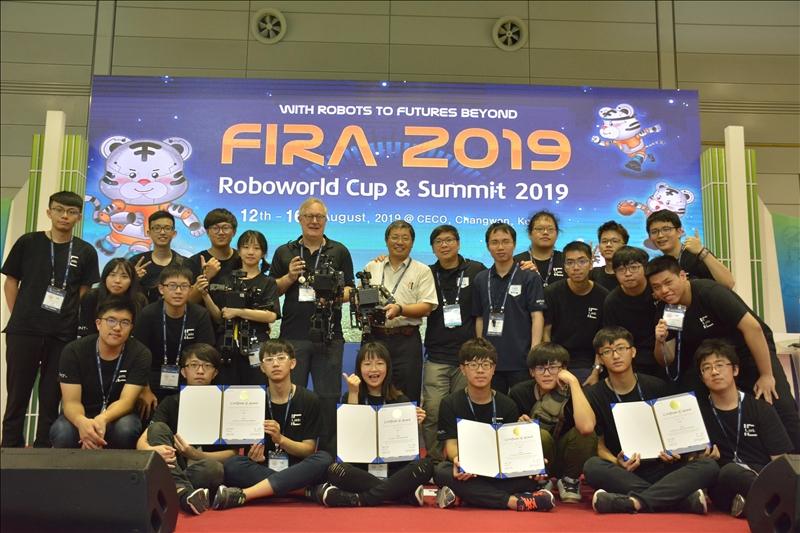 淡江大學電機系師生團隊,參加在韓國舉行的第24屆世界盃機器人大賽(FIRA),獲得7金2銀2銅佳績;在人形機器人組全能賽項目,更是9度奪冠,創新參賽紀錄。