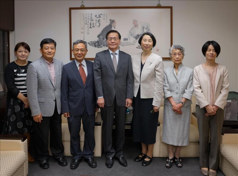 日本姊妹校津田塾大學校長一行3人來訪,拜會本校葛煥昭校長。
