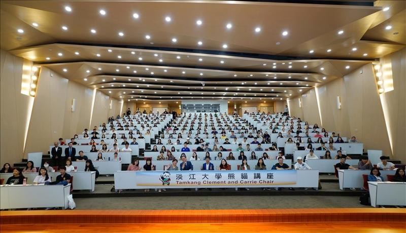 11-108年10月22日下午第12場「熊貓講座」於淡水校園守謙國際會議中心有蓮廳舉辦,與會師生約350人。(馮文星攝影)