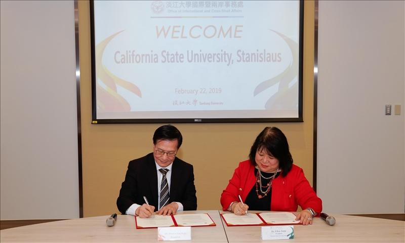 本校與美國加州州立大學斯坦尼斯洛斯分校延續學術交流合作,由雙方校長共同簽約。