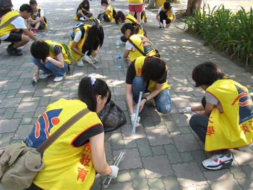世界清潔日新生掃街、有愛無礙遊淡水。