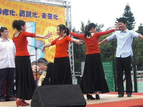 教務處舉辦首屆「2011大學甄選入學學系博覽會」,全方位服務考生。