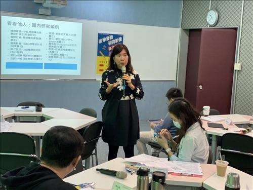 王秀槐教授說明教學研究的方向和趨勢