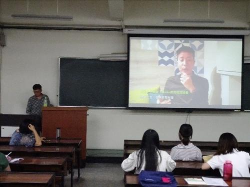 學生觀賞好客台北影片