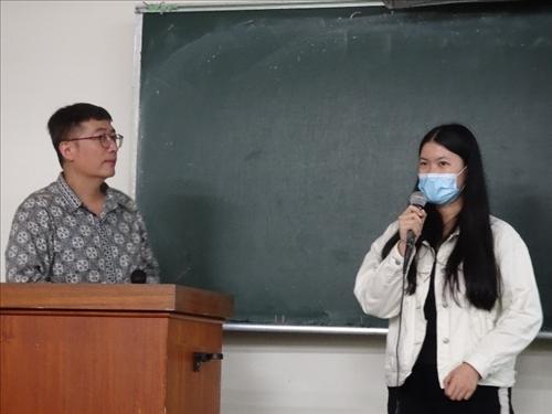 學生上台表達意見