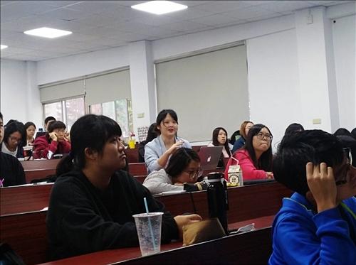 學生踴躍提問與互動