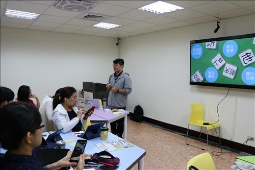 陳老師將上課使用過的APP、使用方法分享給老師們