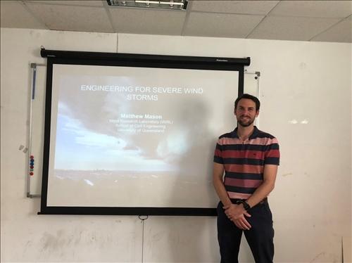 107年度 國外教授來訪學術演講「Investigation on  Wind Force Characteristics of Building Structures under Non- stationary Wind Flow 」演講