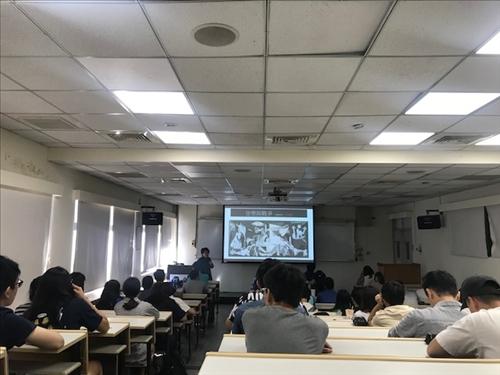 干詠穎老師說明戰爭與音樂的關係
