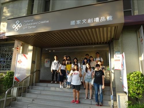 學生們參訪國家文創禮品館