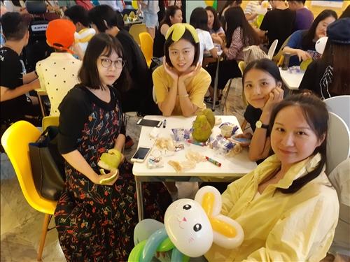 參與同學體驗柚子帽樂趣