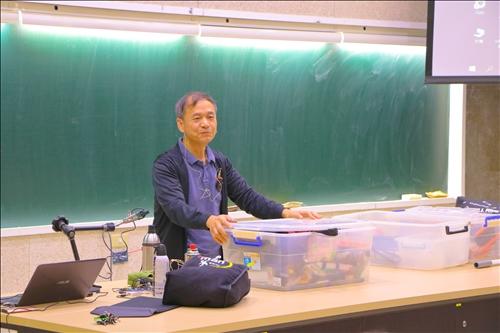陳老師準備了各式各樣的道具