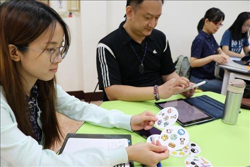 陳老師如何快速製作有趣簡單的桌遊,省去老師備課時間。