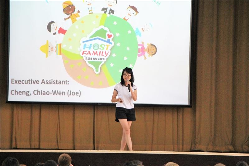 介紹教育部所推動的「友善台灣-境外學生接待家庭」政策