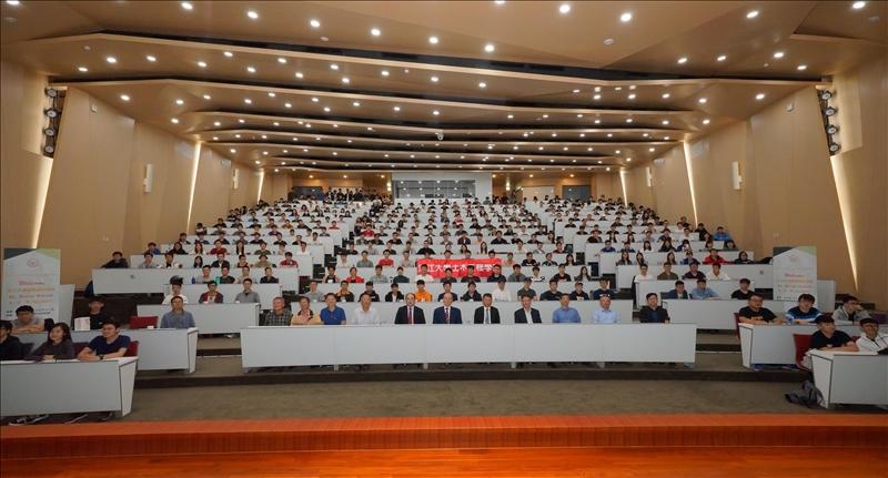 首場熊貓講座於107年10月23日下午在淡水校園守謙國際會議中心有蓮廳舉行,計有300多位師生參與聽講