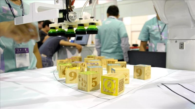 「智慧堆疊」項目,本校隊員以新設計的陣列式吸盤作品獲得佳績。