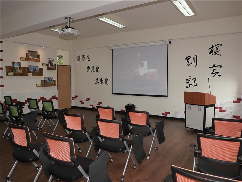 「剛毅學園」教室之2(軍訓室拍攝)