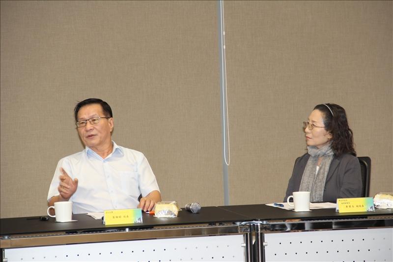 葛煥昭校長與黃碧玉副局長討論AWS合作方案