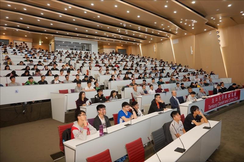 107年11月26日舉辦第2場「熊貓講座」,與會師生專心聽講。(馮文星拍攝)