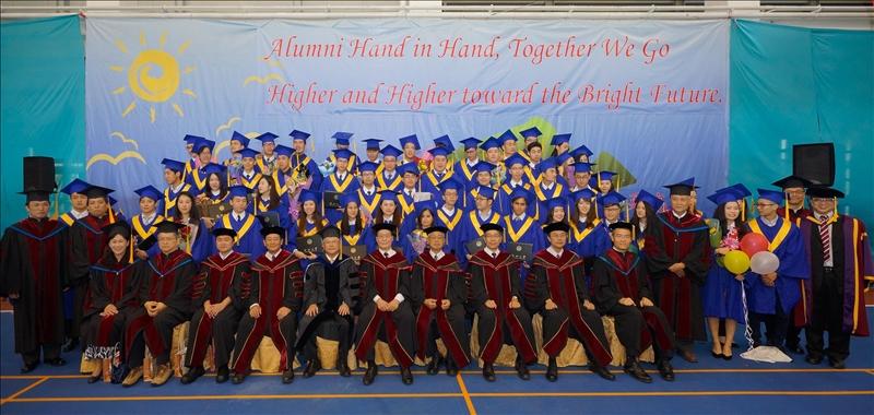 畢業典禮首先安排校園巡禮,全體蘭陽師生們大合照後,各系畢業生依序進入典禮會場。師長們在畢業生的掌聲中,分兩路由蘭馨大使執校旗引領進入會場。師長及貴賓們就位後,全體高唱校歌,並由學弟妹們獻上3分半鐘熱情溫馨的「你們是我的星光」手語歌後,典禮正式開始。今年蒞臨的主要貴賓有諾魯共和國簡慈珠大使,及96級畢業校友陳灝,陳灝在學期間即展現個人獨特的想法,畢業後自行創業,目前是NOELC諾爾希有限公司創辦人兼執行長,他以「能夠侷限你自己的,只有你自己」與學弟妹們共勉。
