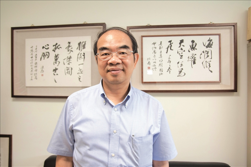 行政院發布本校物理系校友吳茂昆接受任命,於4月19日出任教育部長。