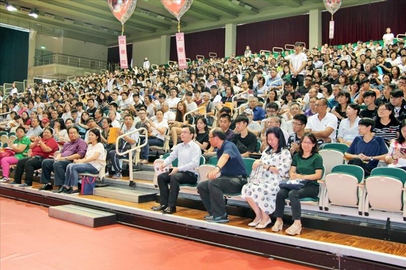 淡水校園新生暨家長座談會,約計1,400人參加。