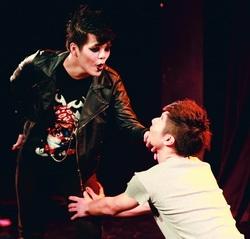德文英文戲劇精湛公演  獲得觀眾熱烈迴響