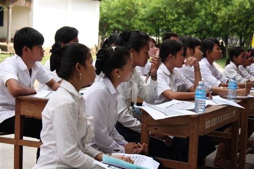 本校柬埔寨海外服務學習團,於7月上旬前往柬埔寨磅針省尊納中學及貢布省蓮花中學,進行為期三梯次教學活動,教導當地中小學學生中文及電腦,順利圓滿完成任務。