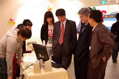 「資管MISEbook」於本週在淡水校園黑天鵝展示廳開展,展出以觸控螢幕互動的「動物王國-幼兒益智觸控資訊系統」及社群系統「交友網站Amigo」等9組系統實作得獎作品。