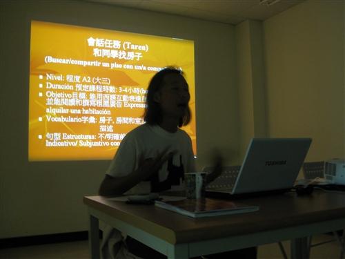 外國語文學院推動「語言學習創意行動方案研習營」,推動以群組傳習的模式,透過院內教師小組討論活動,促進彼此在語言教學的經驗交流與傳承,以激發團隊成員更多元的教學方式,進而培養卓越教師,共創優質教學的校園文化。