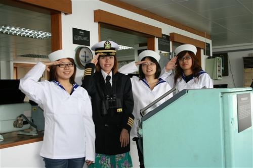 海事博物館舉辦「鷹揚萬里:凡走過必留下痕跡」畢業季活動,邀請全校至海事博物館當船長,體驗當船長為自己的人生掌舵。