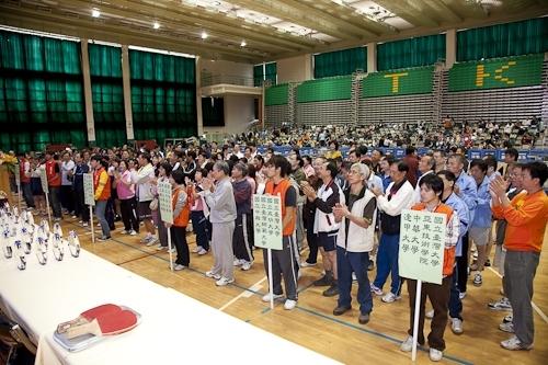 中華民國大專校院98年度教職員工桌球錦標賽於本校紹謨紀念體育館舉行,全國近八百位選手齊聚五虎崗,馳騁球場、大顯身手,奮力為各自所屬的學校爭取榮譽。