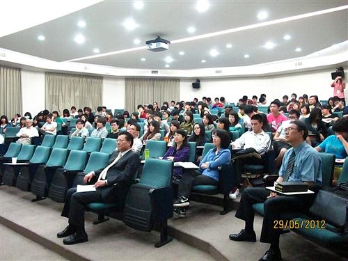 前行政副院長賴英照教授蒞校演講:「華爾街往何去?」