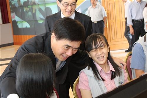 由本校培訓之「1999視障話務小組」正式啟動服務。