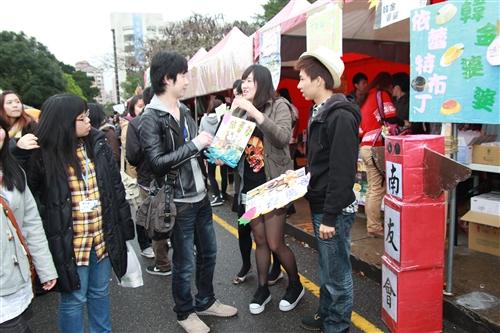第9屆文化週「淡江腳,逛台灣!」在海報街、黑天鵝展示廳登場。