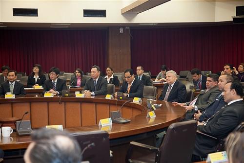 本校成立全國首創的跨國遠距教學碩專班,招收中南美洲友邦在職菁英。