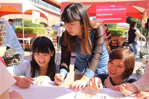 學務處推動品德教育,於淡水捷運站舉辦品格運動會。