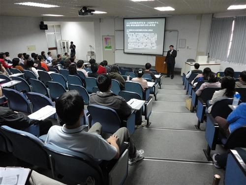 學務處舉辦「校務人員人權法治教育講習」。