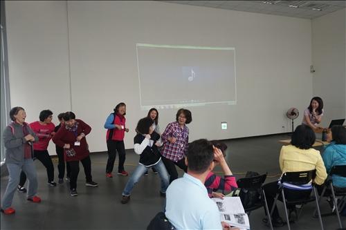 課堂學員們對於舞台沒有恐懼,十分熱情