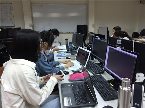 學員自帶電腦做筆記